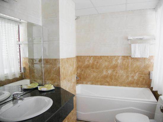 Quoc Cuong II Hotel Danang: Bathroom