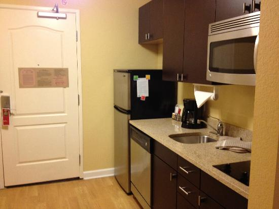 TownePlace Suites Albany Downtown/Medical Center: kitchen