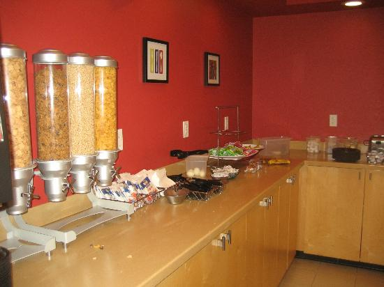 TownePlace Suites Albany Downtown/Medical Center: breakfast room