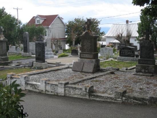 Eglise Saint-Jean-Port-Joli: Le cimetière à l'Européenne près de l'église