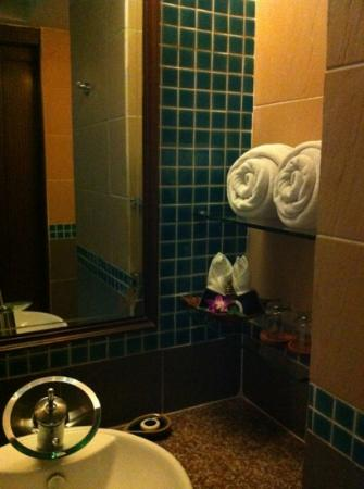 Blue Ocean Resort: the bathroom