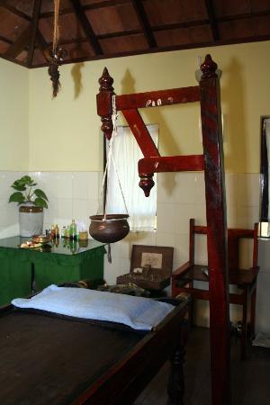 Sarovaram Ayurvedic Backwater Health Centre: Treatment Table