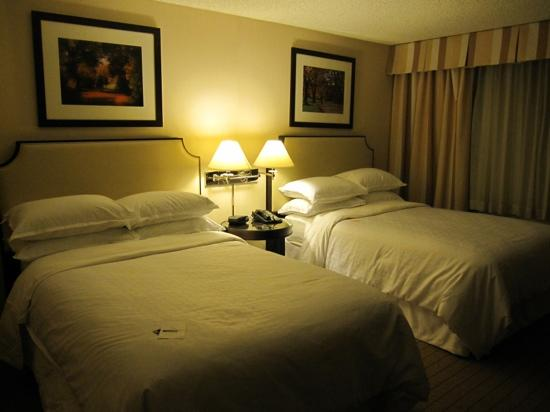 Sheraton Pleasanton Hotel: double beds