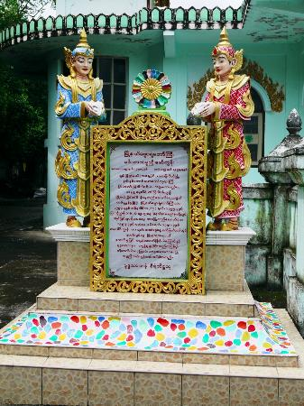 Enrobed Elephant Temple: Statue beside the temple
