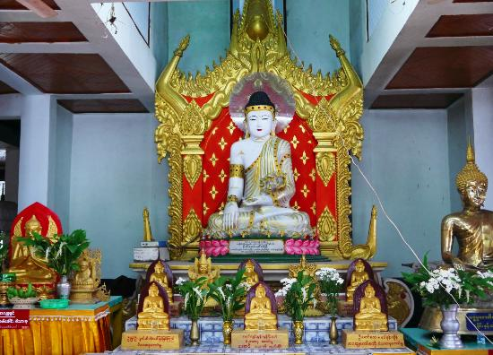 Enrobed Elephant Temple: The buddha statue