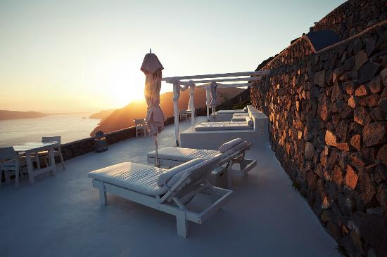Aenaon Villas: Santorini sunset
