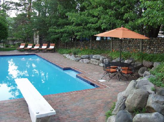 The Rochester Carriage House B&B: Carriage House east pool view