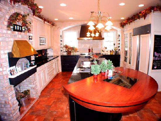 The Rochester Carriage House B&B: Carriage House master kitchen