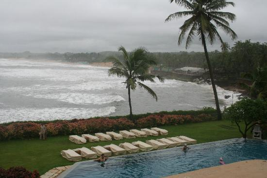 Taj Fort Aguada Resort & Spa, Goa: Sea View from the swimming pool