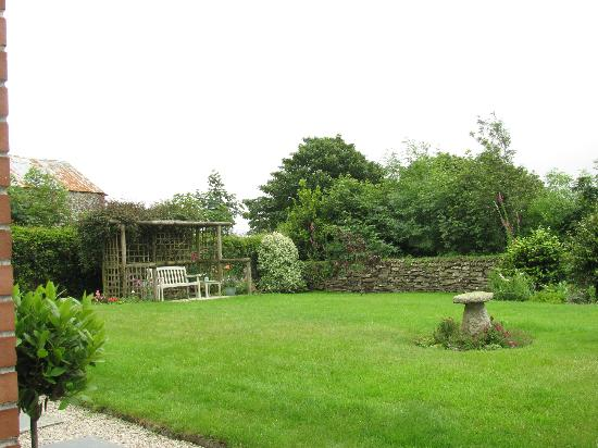 Corran Farm Bed & Breakfast: Restful garden