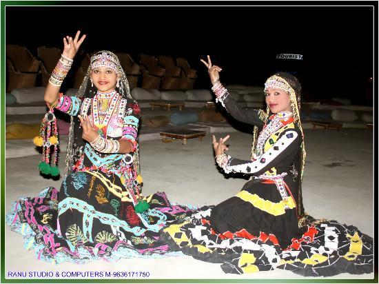 Mehar Adventure Safari Camp : Profesional Dancers.