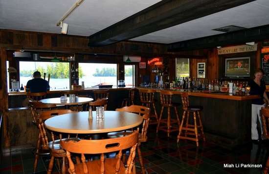 Algonquin Restaurant: inside the awesome looking bar