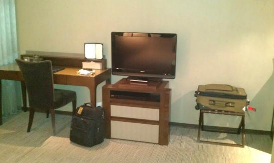 Taipei Fullerton Hotel Fuxing South: TV and desk