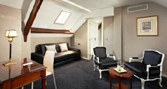 Melia Paris Notre-Dame: Normal BMelia Colbert BHSuite Room