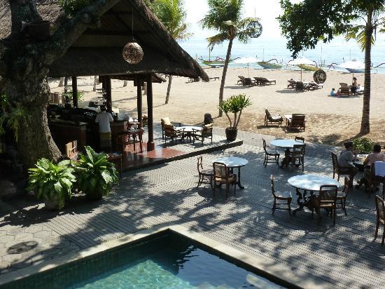 Tandjung Sari: l'endroit du petit déjeuner et la plage