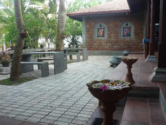 Panchi Villa Restaurant & Bar: front of resturant..