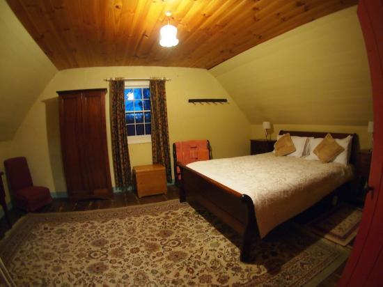Brickendon Estate: Coachmans Cottage Room 