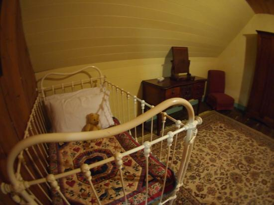 Brickendon Estate: baby cot