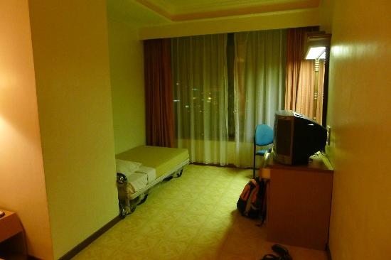 New York Hotel: Window and extra bed