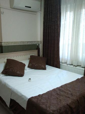 Antik Sofia Hotel: Bed veryy small