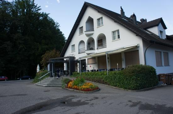 Hotel Thorenberg: Hotel entrance, photo taken from their parking area
