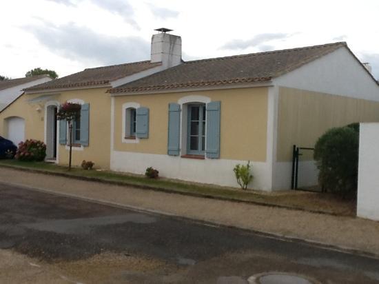 Le Domaine de Vertmarines: exterieur de la villa