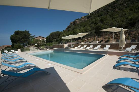 Hotel Kalliste: piscine panoramique vue mer et montagne
