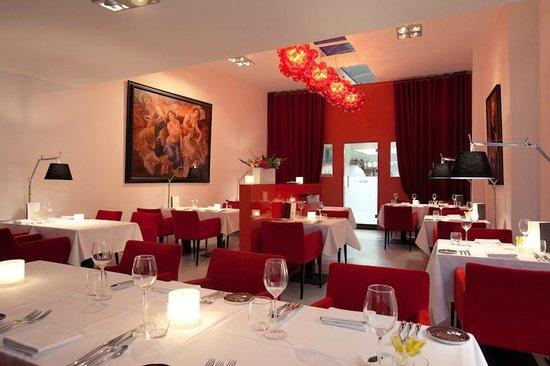 Restaurant Podium: interior Podium