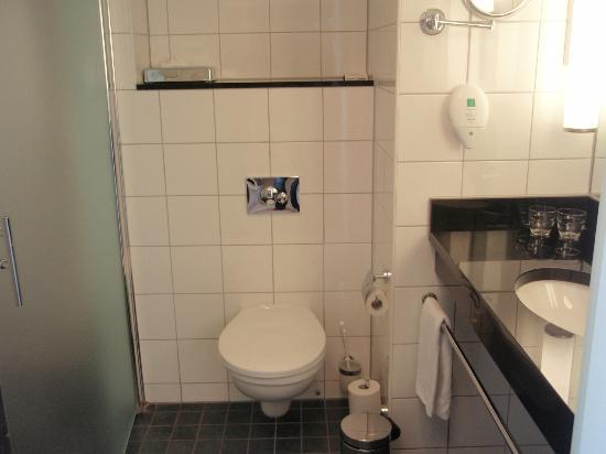 Park Inn by Radisson Stockholm Hammarby Sjostad: Toaletten 