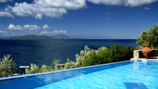 Pounda Paou : Pool with a view