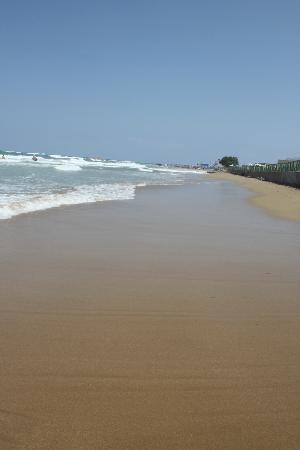 أكويس أرينا ساند هوتل: Long sandy beach 