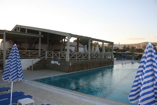 أكويس أرينا ساند هوتل: Poolbar 