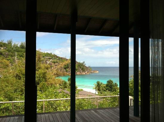 Four Seasons Resort Seychelles: Vista dal letto al risveglio...