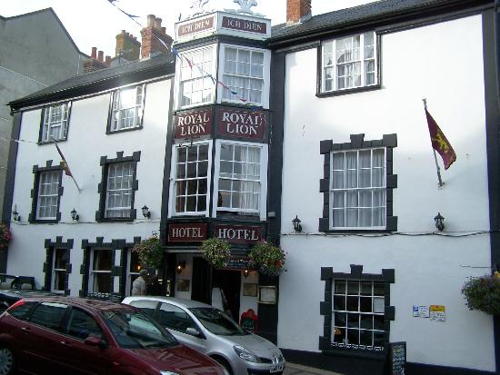The Royal Lion Hotel: Give my regards to Broad Street