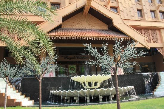 ذا رويال شولان كوالالمبور: hotel entrance 