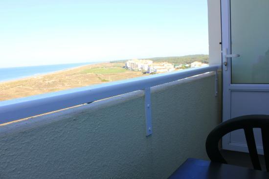 Belambra Clubs - Les Grands Espaces : Depuis le balcon, vue imprenable sur la plage
