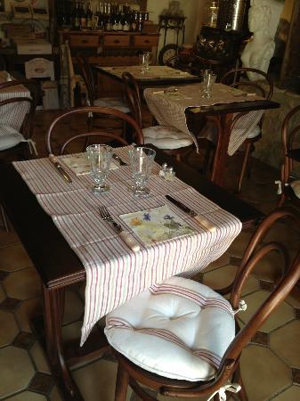 Colombey-les-deux-Eglises, Fransa: une bonne table