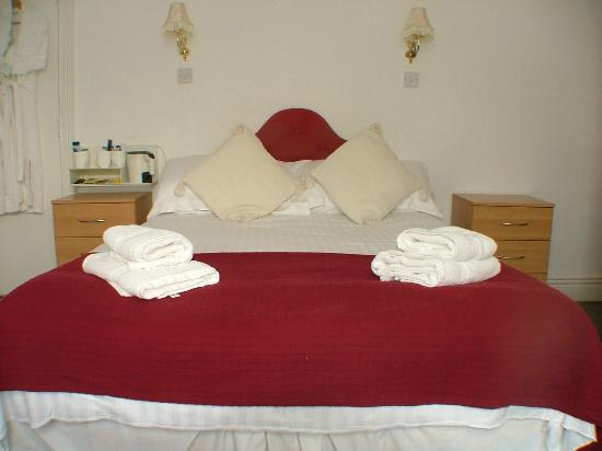 Green Gables Guest House: Bedroom 2 - our family room - can be used as a double/twin or triple