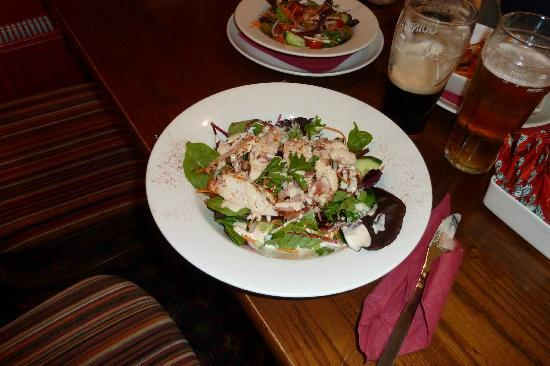 Coach & Horses: salad with chicken breast