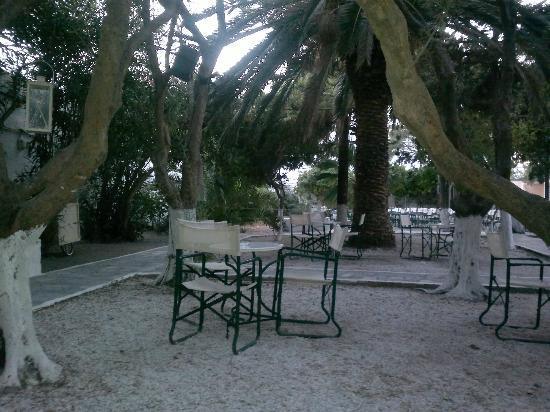 Anemos Apartments: Mykonos town, cine manto cafe