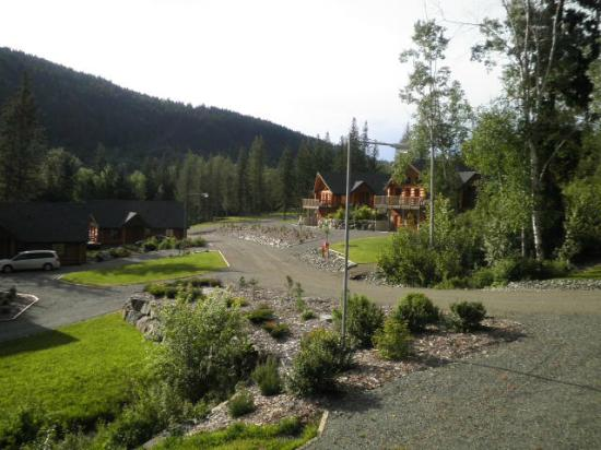 Alpine Meadows Resort: The manicured grounds