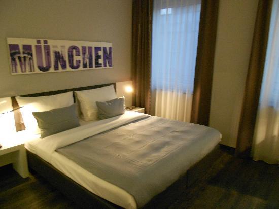 Rilano 24/7 Muenchen City: Cama muy comoda