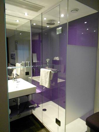 Rilano 24/7 Muenchen City: Baño integrado en la habitacion