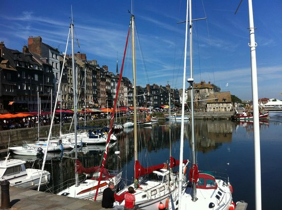 L'Albatros: Quay side resteraunts in Honfleur