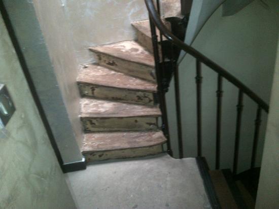 Hotel Sainte-Marie : Escalier délabré