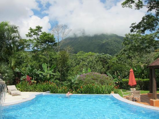 Hotel Lomas del Volcan: piscina
