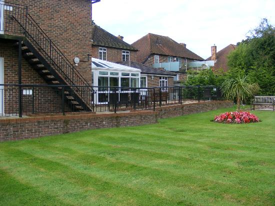 TravelRest Solent Gateway: Looking from garden to outside sitting area