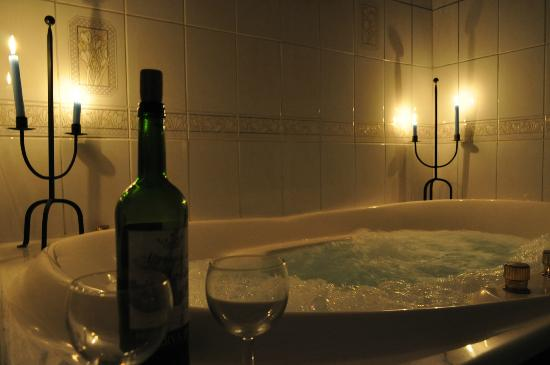 The Old Priory: The amazingly romantic jacuzzi bath