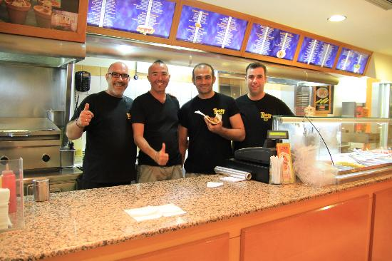 Tasty Corner: Manuel with the great staff !!!