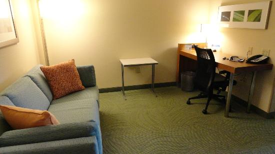 SpringHill Suites Syracuse Carrier Circle: sofa and computer desk